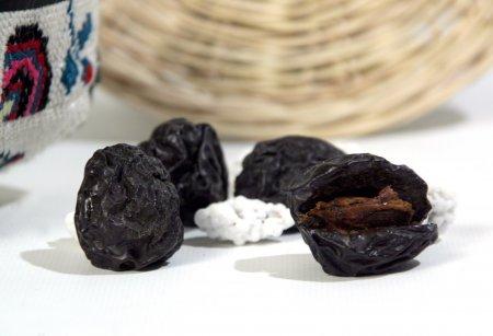 Закуси черносливом